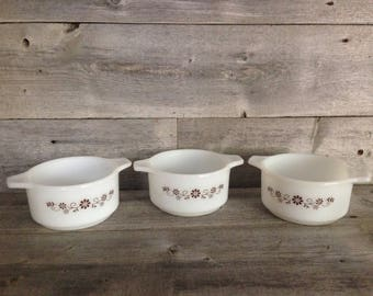 Set of 3 Vintage Milk Glass Dynaware Pyr-O-Rey Individual Casserole dishes, brown daisy design