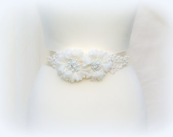 Bridal ivory sash, Floral sash, Flowers sash wedding Pearls sash, Romantic wedding accessories Lace
