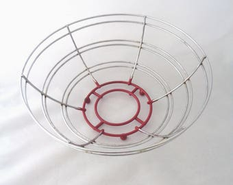 Vintage metal wire fruit bowl large basket egg bread basket holder atomic red rubber base with ball feet retro kitchen storage Ireland (X)