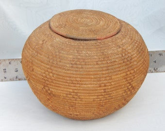 Inuit eskimo Basket with Lid. Traditional. See specifications Diamond Design