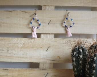 pair of earrings in bead and tassel