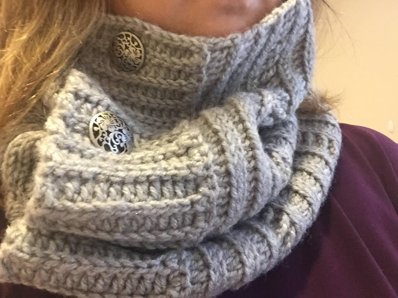 Häkeln Grobstrick Hals wärmer Loop-Schal mit Knöpfen Cameron