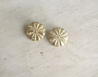 Vintage Gold Flower Earrings - 1970s Gold Embossed Floral Earrings - Stud Flower Earrings, Flower Jewelry, Floral Accessories