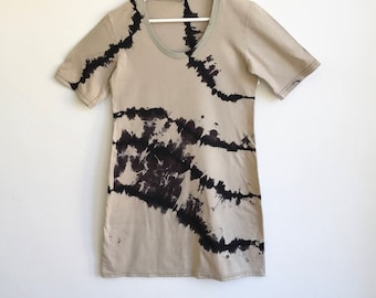 Graphic Shibori Black and Beige Tee Dress
