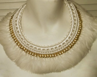 Superb Vintage White Feather Collar with Matching Earrings