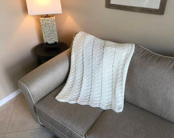 Soft White Julip Ripple Pattern Afghan