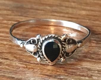 Sterling Silver Ring w/Inlaid Black Onyx Gemstone Size 8