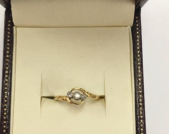A 1970s 9ct Diamond ring with 3 old cut diamonds