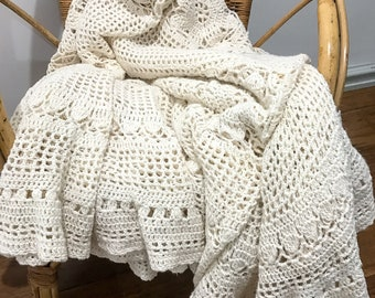 Lovely Crochet Throw / Tablecloth