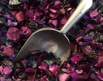 VAMPIRE Potpourri - A Decadent Dark aged Patchouli and warm Sugar blend
