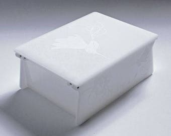 "Acrylic Box - White, Hummingbird, Hinged 5.25"" L X 4.00"" W Graduation/Wedding/First Communion/Baptism/Birthday/Baby Shower Gift"
