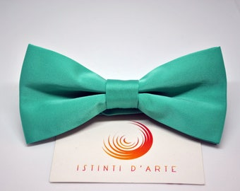 Handmade bow tie for men made up of green tiffany satin fabric