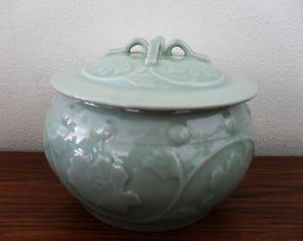 Chinese Longquan Green Celadon Glaze Lidded Bowl Pot