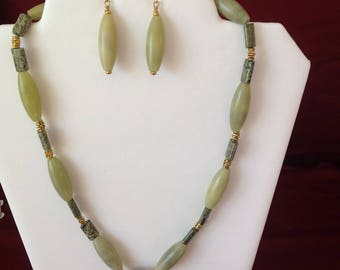 Dreamy Green: light green Jade necklace and earrings set