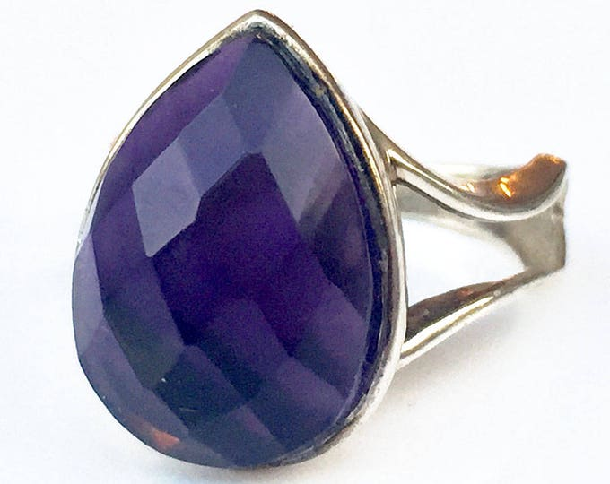 ring with an amethyst drop shape