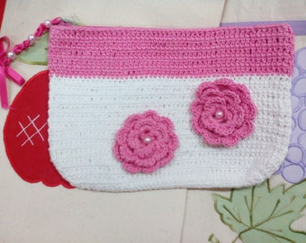 5 Wallet in white and pink crochet