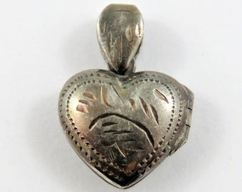 Mechanical Heart Picture Frame Fastens Well Sterling Silver Pendant or Charm.