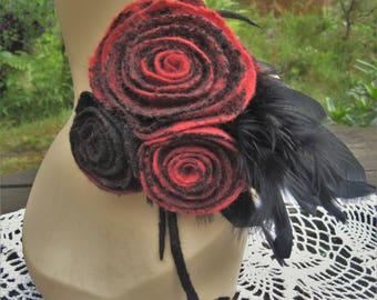 Black red brooch Felted flower pin Gothic jewelry Black feather jewelry Felt brooch Feather brooch Red black pin Felt pin Wool pin