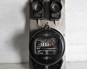 Vintage electric meter/industrial decor/loft/meter/bakelite body/electrical/Watt Meter