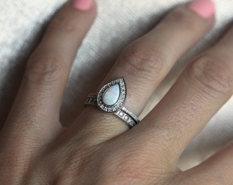 Good Opal Engagement Ring, Opal Halo Diamond Ring, Pear Halo Diamond Ring, Opal  Wedding Ring, Pear Engagement Ring, Opal Ring With Diamonds, Ring