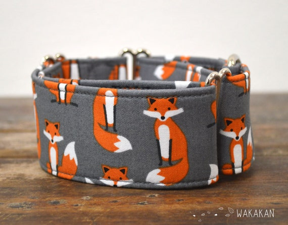 Martingale dog collar model Fancy Fox. Adjustable and handmade with 100% cotton fabric. Beautiful foxes in grey background. Wakakan