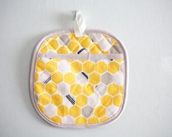 yellow honeycomb oven mitt potholder kitchenware under50