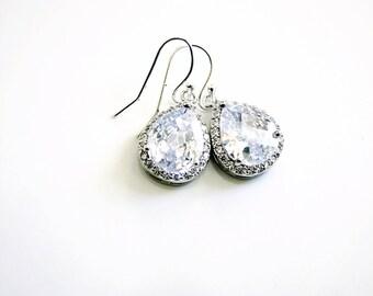 Clear white crystal dangle earrings, Bridal earrings, Bridesmaids gifts, teardrop earrings, Silver earrings, Bridesmaids Earrings, Wedding