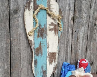 Rustic Flip Flop. Beach Wood Sign. Chipped Paint Rustic Decor. Beach House. Lake House Decor. Beach House Decor.