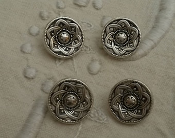Set of 4 round metal buttons / silver