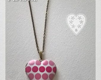 Necklace heart pendant holder