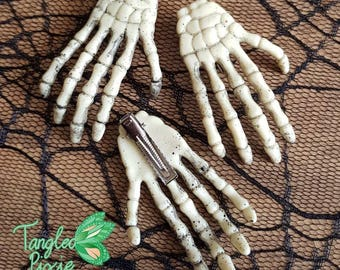 1 Skeleton Hand Hair Clip