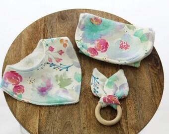 Floral Baby gift set / Baby bib / burp cloth set / floral baby girl / gift box set /
