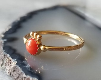 14k gold crowned coral hammered ring, size 6.5
