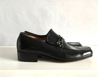 Vintage Men's Shoes 80's Black, Leather, Loafers by Kinney Shoes (Size: 8)