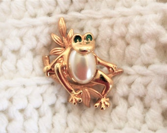 Jelly Belly Frog with green eyes Brooch Pin