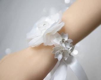 Wedding Corsage, White Silk Flower with Rhinestones Wrist Corsage,Bride Bridesmaids Corsage Gift,Prom Wedding Flower Corsage Bracelet YQL011
