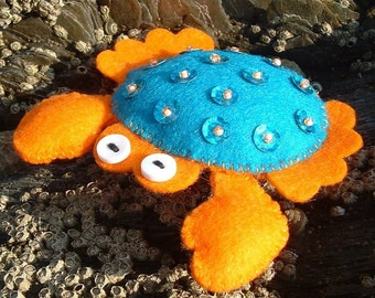 Krabby Felt Pin Brooch