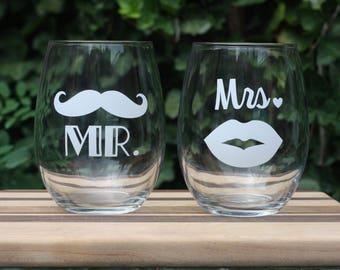 Set of Mr. and Mrs. 21 fl oz Stemless Wine Glasses - Customize