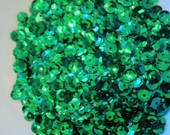 30g Cupped Sequins. Green. 6-7mm Ideal for sewing, embroidery, confetti, embellishment, other craft projects (approx 3000)