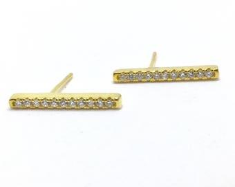 Set the gold bar earrings