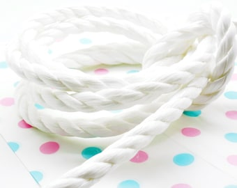 2 meters of nylon cord 3 strands white 10 mm
