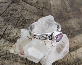 SALE-Pretty Silver Handmade VintageArtisan Ring with Amethyst