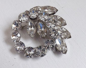 Vintage Juliana D & E style rhinestone brooch or pin silver tone circle wreath and leaf design clear crystals stocking stuffer gift