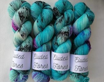 merino wool singles hand dyed yarn 100g / 366m / Eluded Fibres / LAGUNA