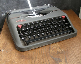 1940s 50S Empire Aristocrat manual typewriter,in good vintage condition, working,new ribbon free UK postage
