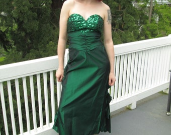 Vtg 80s Emerald Green full length formal dress with sequins sz. small, prom dress!