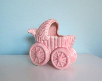 Jardinière en Buggy bébé, poussette bébé rose, Mid Century pot de bébé, cadeau de bébé fille, planteur Landau rose, rose Nursery décor, poussette rose Vintage