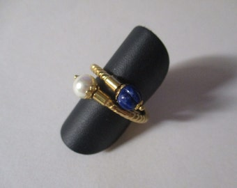 Gold ring contrariè lapis and pearl
