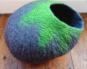 Ready to Ship - Cat Cave / cat bed size L - handmade felt