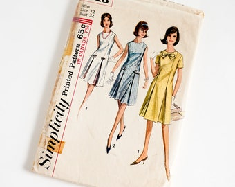Vintage 1960s Womens Size 12 Shift Dress Simplicity Sewing Pattern 5913 Complete / b32 w25 / Round Neckline Inverted Pleats
